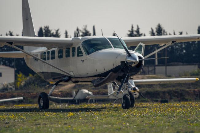 Notre avion. Il y en a plein des comme ça, mais celui-là c'est le notre.
