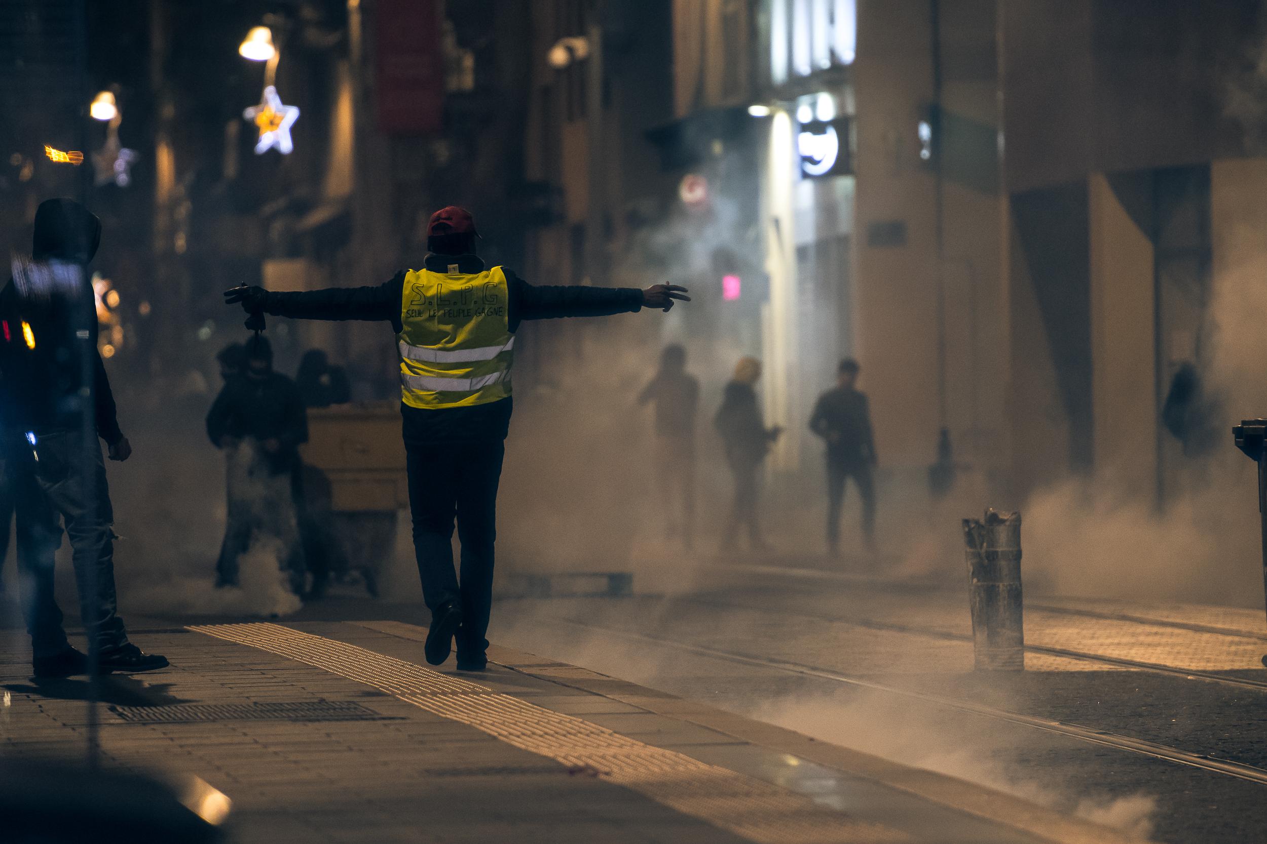 Les casseurs sur la Canebière, rue de Rome. La nuit va être longue.