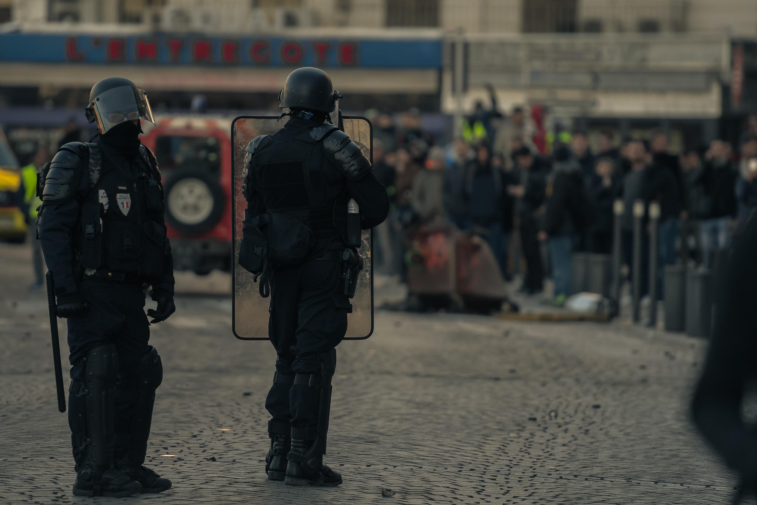 Cordon de sécurité sur le Vieux Port. – à Marseille.