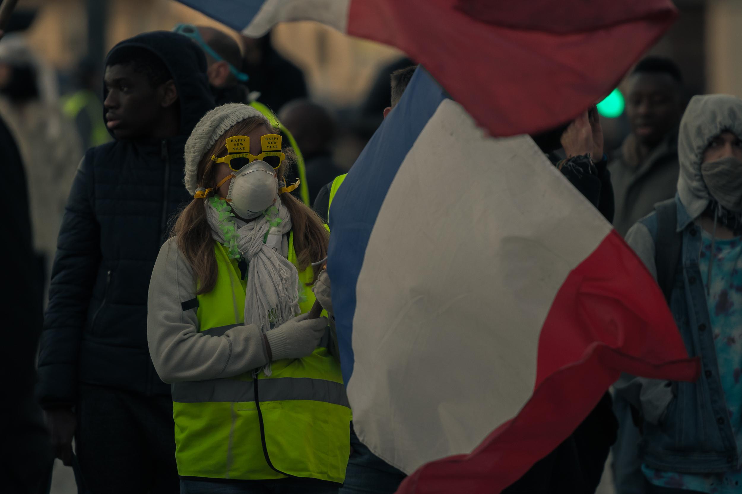 Des manifestants sont plus pacifistes que d'autres, mais tous restent curieux.